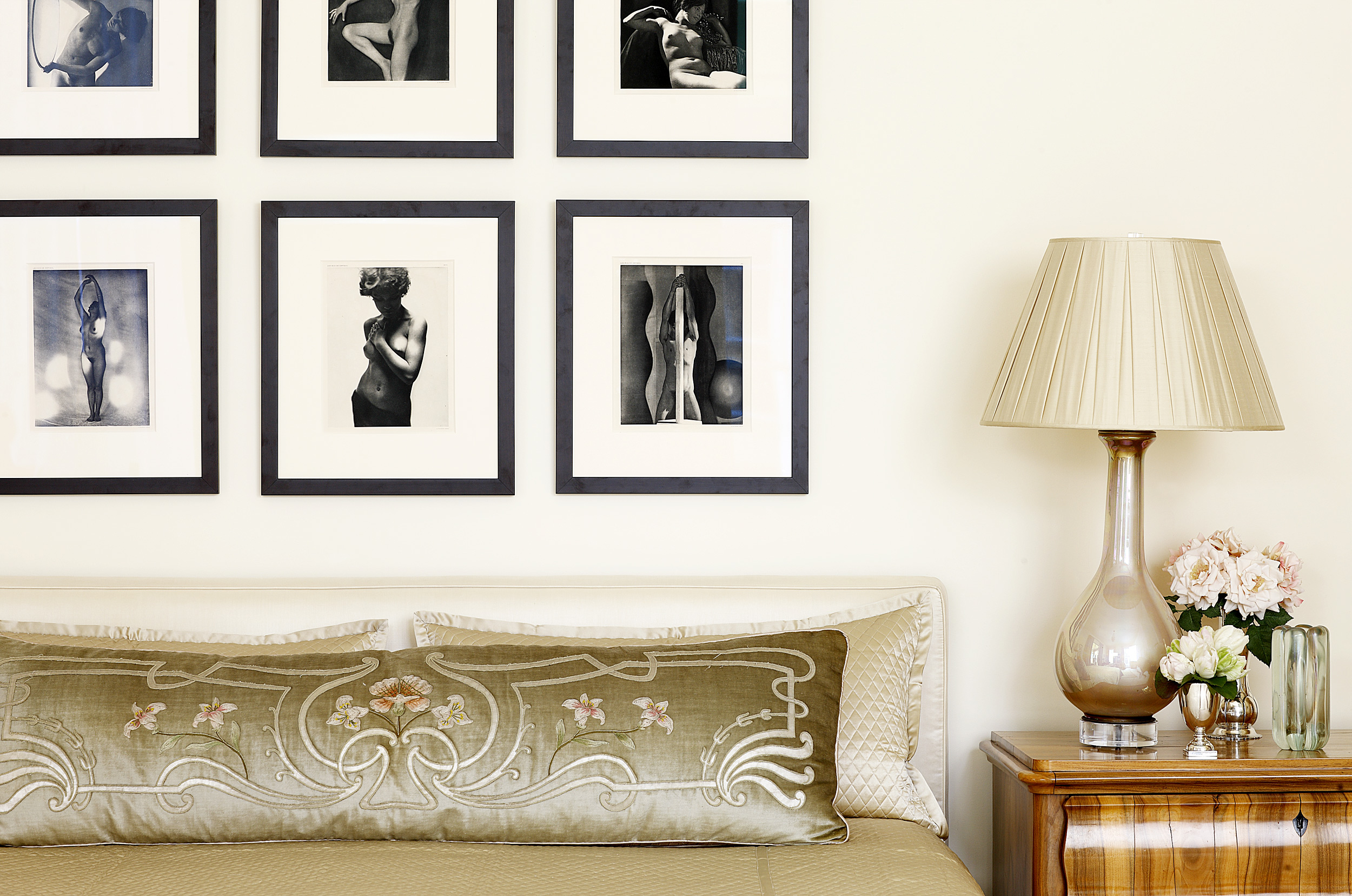 Art Deco Photography in a Beth Webb Inteiors Bedroom, photo Mali Azima