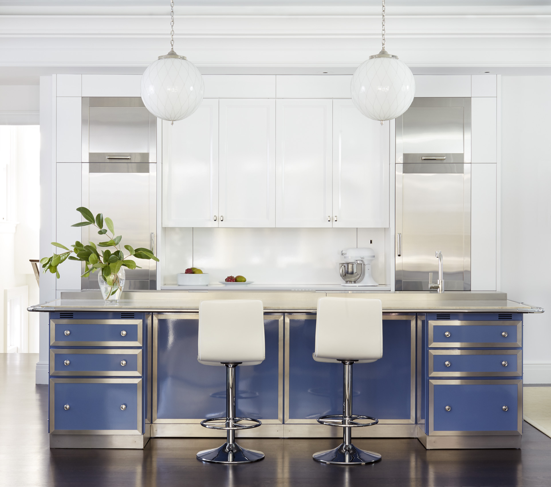 St. Charles New York kitchen design, Mali Azima photography.